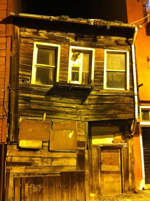 Ist_ramshackle house