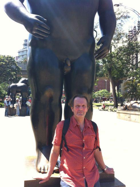 ava blanco and statue