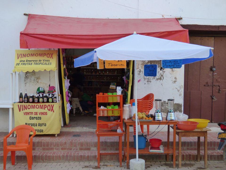 aa mompox juice shop