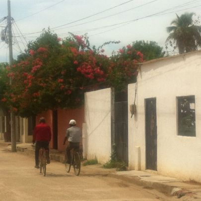 mompox 2 cyclists